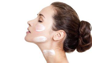 Scegliere la crema idratante ideale per il viso, come fare?