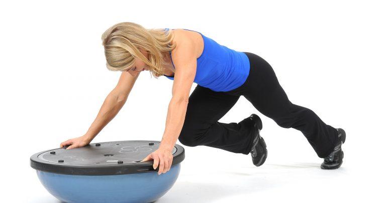 I Migliori Esercizi con palla BOSU per aumentare l'equilibrio e la forza